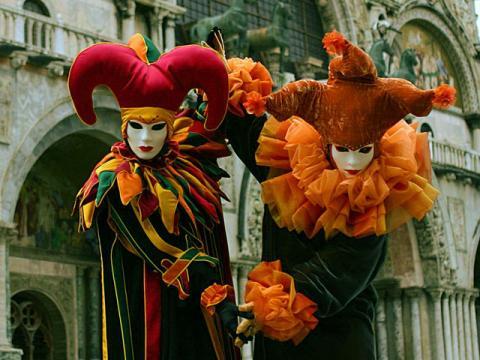 Посетите венецианский карнавал во время февральского отдыха