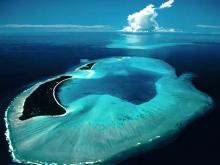 Один из атоллов Мальдив прекрасное место, которое образует как бы закрытое море