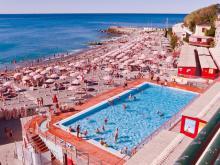 Бассейн на пляже в Италии. Полезен, если вы не хотите пускать детей в море