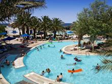 Бассейн, в греческом отеле, специально оборудованный для детей