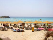 Чистейший пляж с белым песком на Кипре