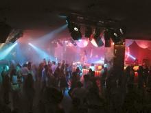 Популярная дискотека на курорте Миконос в Греции