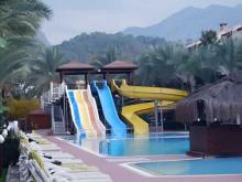 Бассейн с водными горками в отеле Amara Wing Resort