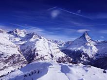 Величественные горные вершины, в том числе и высочайшая гора Швейцарии, на курорте Церматт