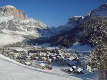Маленький, уютный итальянский высокогорный городок Корвара