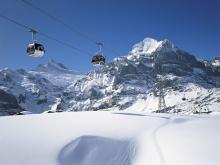 Первая канатная дорога на горнолыжном курорте Гриндельвальд в Швейцарии
