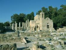На Кипре красивая природа и интересные памятники архитектуры