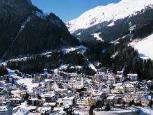 Вид с высоты птичьего полета на австрийский горнолыжный курорт Ишгль