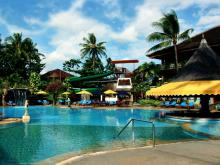 Главный бассейн отеля на курорте Кута - Бали