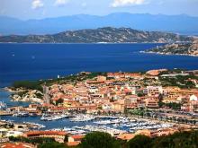 Панорама курорта подходящего для отдыха на острове Сардиния
