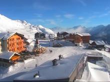 Одна из лыжных школ курорта Фиш в Швейцарии