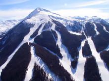 Вид на лыжные трассы Болгарского горнолыжного курорта Банко
