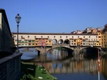 Во время экскурсионного тура по Флоренции посетите один из немногих сохранившихся в Европе мостов с домами