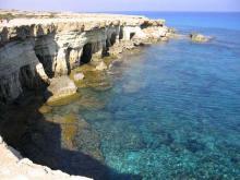 Кипрские берега не везде имеют пологий спуск в море