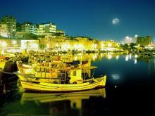 Ночной вид на курорт Ираклион на острове Крит