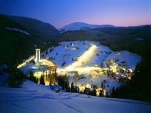Ночная панорама лучшего в Чехии горнолыжного курорта Пец-под-Снежкой
