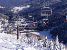 Один из лучших горнолыжных курортов Италии, вид на подъемник