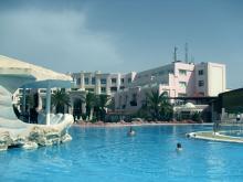 Отель с большим бассейном идеально подойдет для семейного отдыха в Тунисе