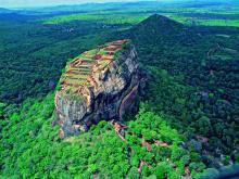 Знаменитое скальное плато Сигирия в Шри-Ланке