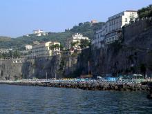 Вид на один из пляжей итальянского курорта Сорренто