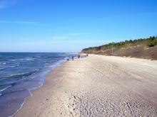 Типичный вариант пляжа на берегу Балтийского моря в Латвии