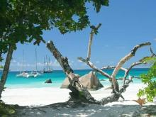 Тихий, уютный пляж на острове Праслин