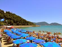 Пляж в Италии. Удобный вход в море для детей