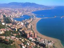 Побережье туристической Испании манит сотни тысяч туристов со всей Европы