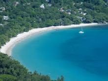 Один из лучших и популярных у туристов пляжей на Сейшелах Бо-Валлон