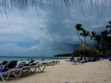 Сезон отдыха в Доминикане. Дождь на Пляже