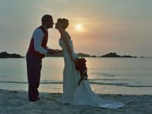 Молодожены после свадьбы на закате, Сейшелы