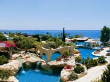 Территория одного из замечательных отелей в Лимассола на Кипре