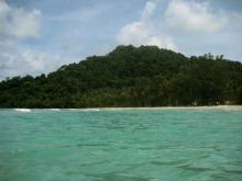 Вид на заросший джунглями остров Ко-Куд в Тайланде