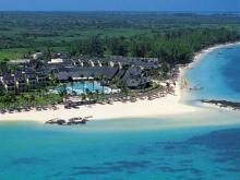 Вид на отель LUX* Belle Mare и окружающий его тропический парк