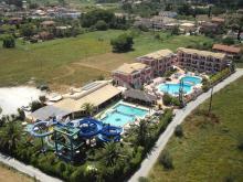 Вид на территорию и водные горки отеля Sidari Water Park